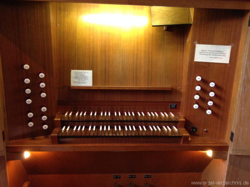 Innsbruck-Saggen - Pfarrkirche Mariä Empfängnis - Orgel - Spieltisch (5)