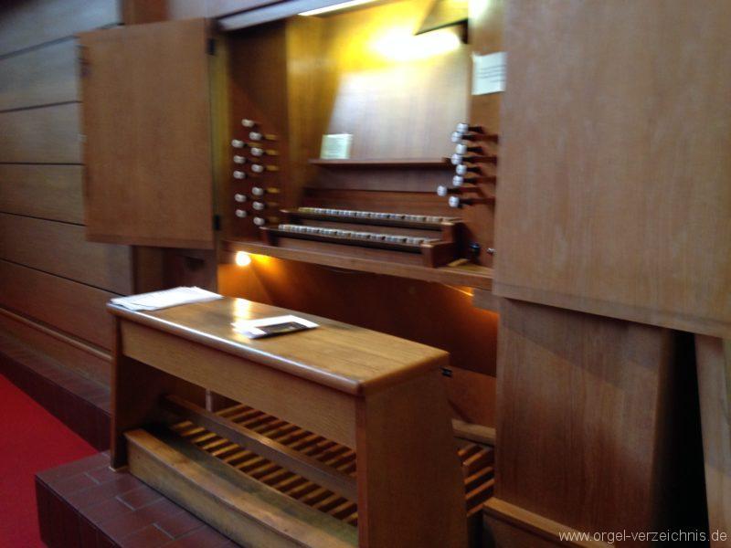 Innsbruck-Saggen - Pfarrkirche Mariä Empfängnis - Orgel - Spieltisch (6)