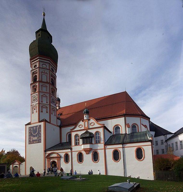Andechs Wallfahrtskirche St. Nikolaus und Elisabeth Aussenansicht II