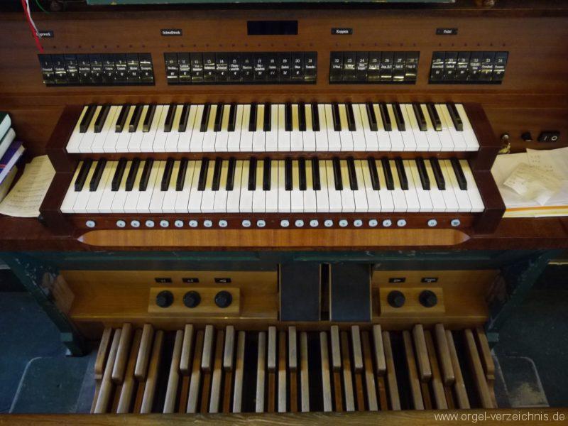Zeuthen Martin Luther Kirche Spieltisch I