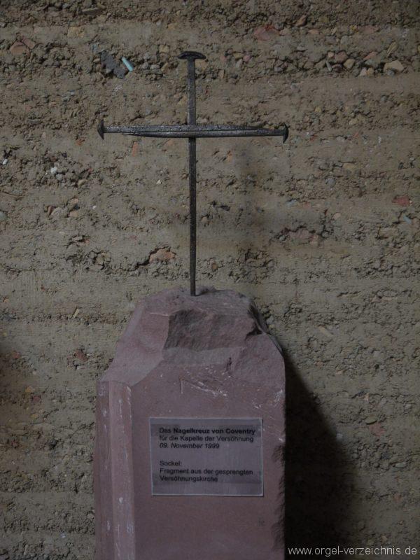 Berlin Mitte Kapelle der Versöhnung Nagelkreuz I