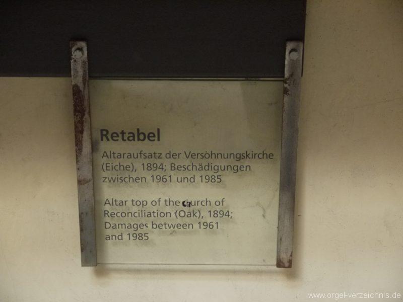 Berlin Mitte Kapelle der Versöhnung Retabel Schild I