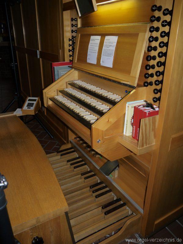 Berlin Neukölln Britz Bruder Klaus Kirche Spieltisch II